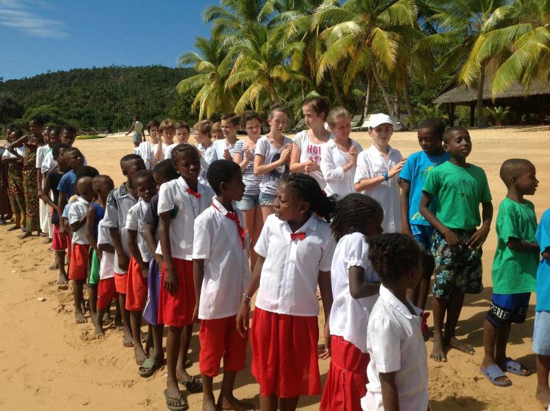 Sans doute savez vous l'engagement de Copiver dans les éco écoles DOCENDA en territoires isolés à Madagascar (www.copiver.fr/developpement-durable/eco-ecoles-a-madagascar)  Alors, prenez le temps de regarder ce petit film très séduisant tourné au…