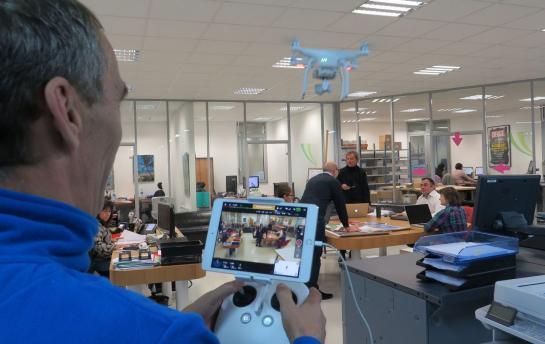 Un drone pour espionner les locaux de Copiver, l'imprimerie solidaire qui emploie des travailleurs handicapés.  Lire l'article sur www.leparisien.fr…